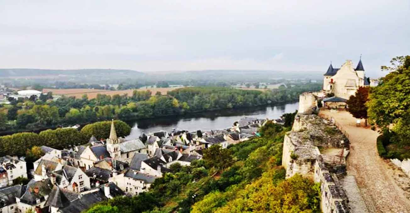 chinon_castle_france.jpg (80.07 Kb)