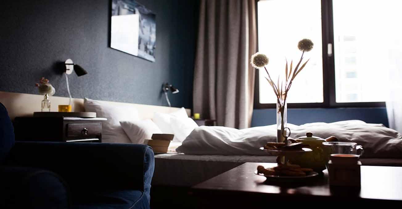 hotelroom.jpg (.16 Kb)
