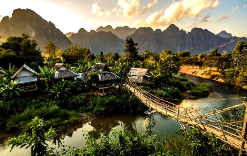 laos_turisti.jpg (85.17 Kb)