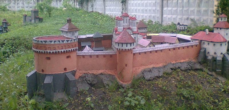 lviv_zamki_na_odnomu_podviri1.jpg (179. Kb)