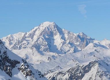Висота найбільшої гори Європи зменшилася