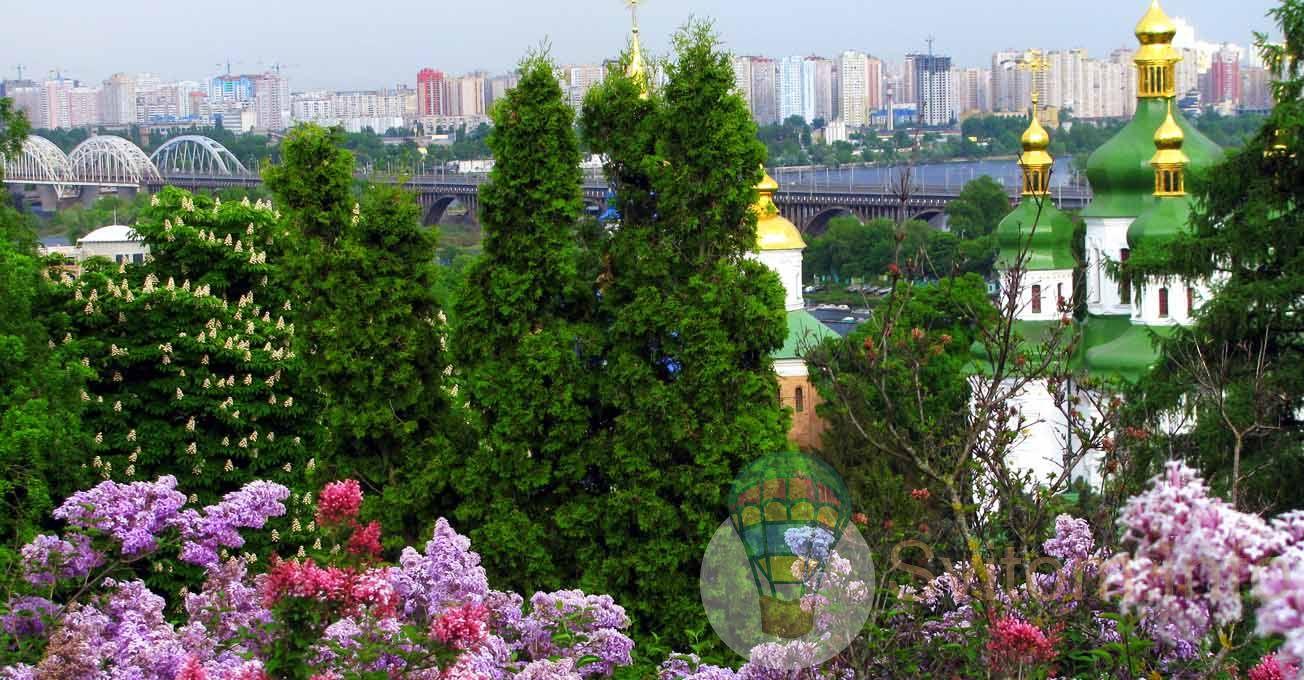 Місця в Україні, які найкращі весною