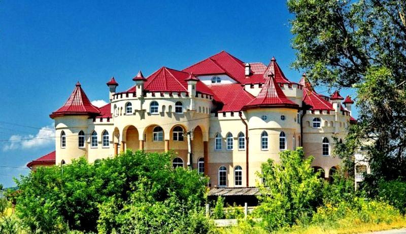 Нижня Апша - розкішне та найбагатше село України