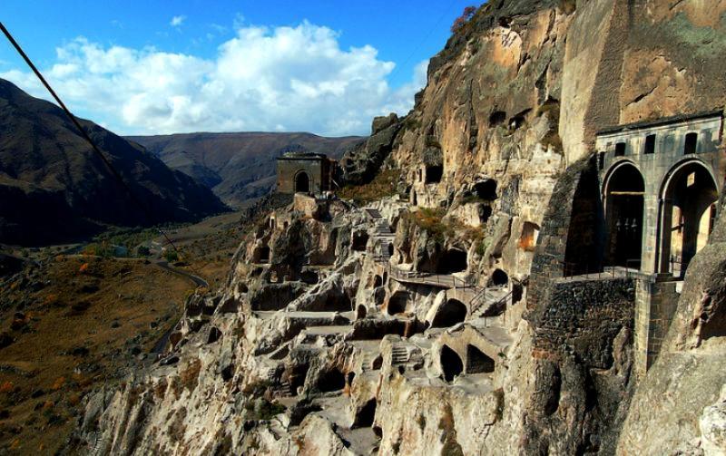 Дивовижні печерні та скельні міста світу. Частина 1