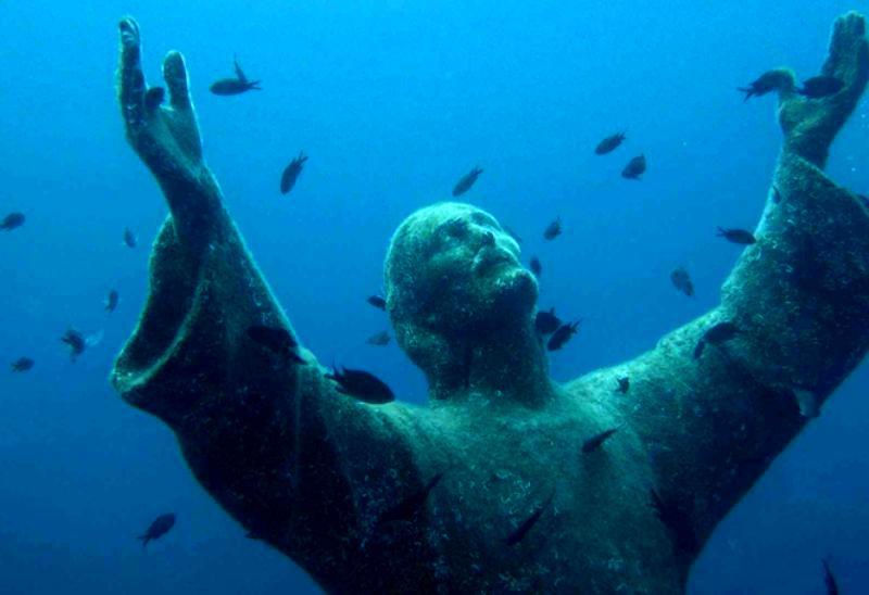 Життя під водою або унікальні підводні статуї