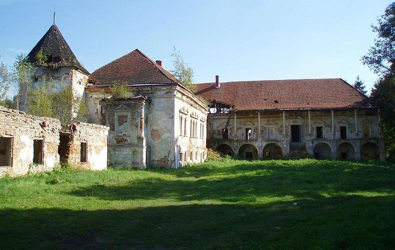 Поморянський замок шукає власника