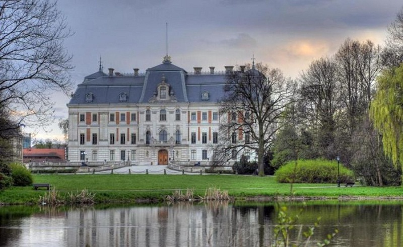 Замок в Пщина - польський Версаль