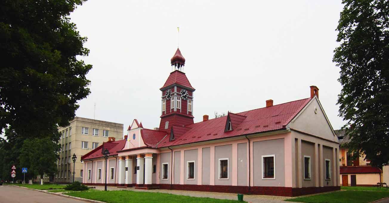 Найкрасивіші ратуші Львівщини