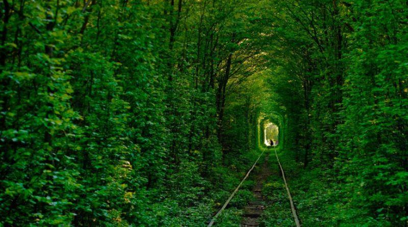 Знаменитий та неповторний Тунель кохання